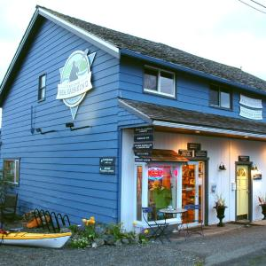Hotel Pictures: Tofino Paddlers Inn, Tofino