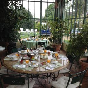 Hotel Pictures: Clos Saint Nicolas, Neauphle-le-Château
