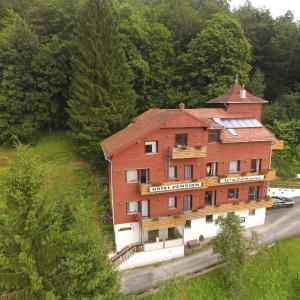 Hotel Pictures: Hotel-Pension Waldhaus, Bad Grund