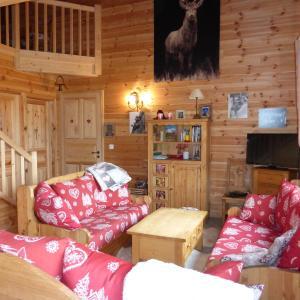 Hotel Pictures: Chalet Le Villard, Enchastrayes