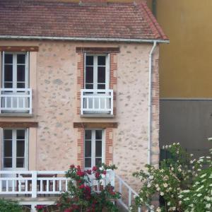 Hotel Pictures: Ancienne bergerie en pierres & son jardin, Vernet-les-Bains