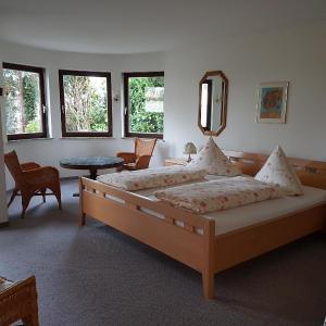 Hotel Pictures: Gästehaus Ursula Fehrenbach, Neuenburg am Rhein