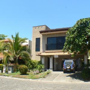 Hotel Pictures: Casa Colonial at Hermosa Palms, Playa Hermosa