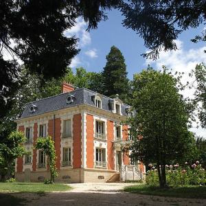 Hotel Pictures: Château de la Chaix, Saint-Christophe-en-Brionnais