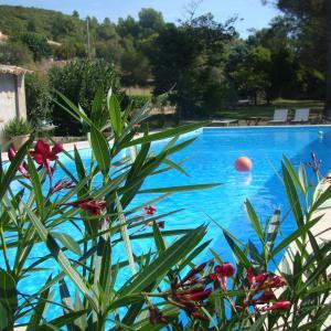 Hotel Pictures: B&B Aux Terres Rouges, Rousset