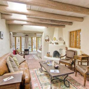 酒店图片: Canyon Road Cassidy Compound Three-bedroom Holiday Home, 圣达菲