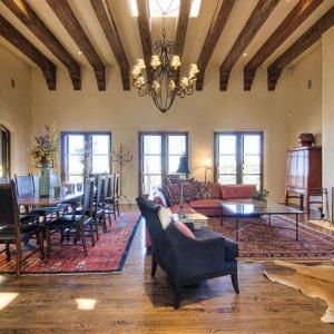 Hotel Pictures: Plata Cielo Five-bedroom Holiday Home, Santa Fe