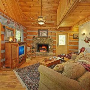 酒店图片: Somewhere A Place For Us- Two-Bedroom Cabin, 赛维尔维尔