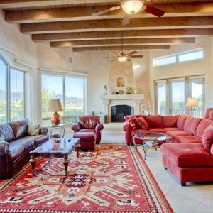 Hotel Pictures: Dorthia Garden Retreat & Views Five-bedroom Holiday Home, Santa Fe