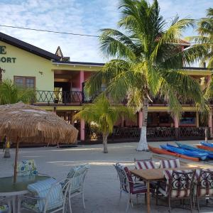 Hotel Pictures: Paradise Resort, Placencia Village