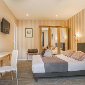 Hotel Pictures: Hôtel & Spa Le Petit Castel Beuzeville-Honfleur, Beuzeville