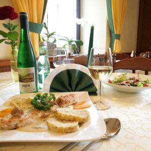 Hotellikuvia: Gasthof Linde Strohmaier, Hofstetten