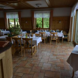Hotel Pictures: Landhaus Waldfrieden, Tengen