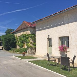 Hotel Pictures: Maison Micheline, Manoir de Longeveau, Pillac