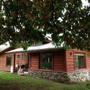 Hotel Pictures: Cabanas Peumayen 'La Panchita', Huequecura
