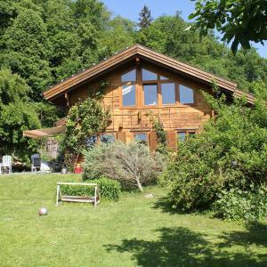 Hotelbilleder: Holzhaus im Grünen B&B, Passau