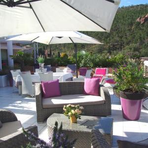 Hotel Pictures: Penthouse proche Cannes Grand Terrasse Vue Mer, Théoule-sur-Mer