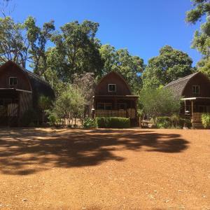 Hotel Pictures: Jarrah Glen Cabins, Nannup