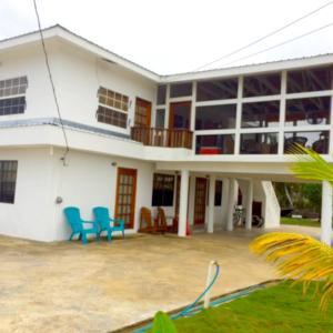 Hotel Pictures: Bamboleo Inn Belize, Belize City