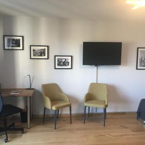 Hotel Pictures: Armotti Apartment, Köniz