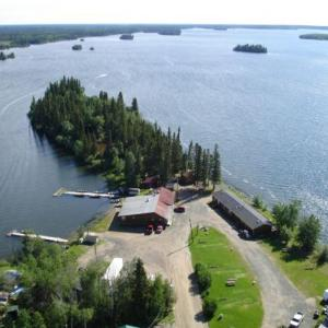 Hotel Pictures: Caribou Lodge Outfitters Cabins & Motel, Cranberry Portage