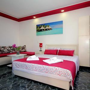 Fotos do Hotel: Apartments Kruna Jovanović, Sutomore