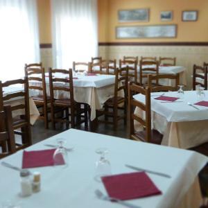 Hotel Pictures: Hostal Restaurante La Masía, Villareal