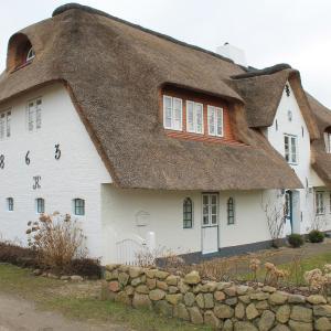 Hotel Pictures: Haus Föhr - Ferienwohnung Up de Warft, Borgsum