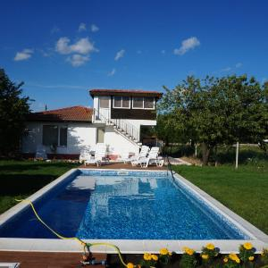 Hotel Pictures: Villa Bella - Close to Kranevo and Albena, General-Kantardzhievo