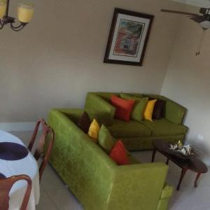 Hotel Pictures: Gabrielle's Court, Nassau