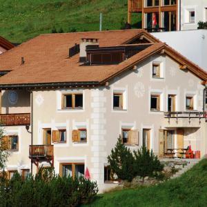 Hotel Pictures: Chasa Allegra, Ftan