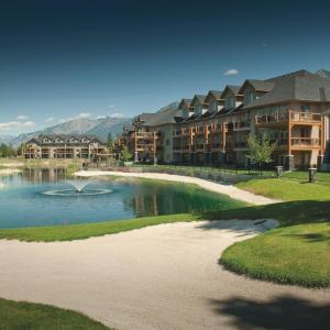Hotel Pictures: Bighorn Meadows Resort, Radium Hot Springs