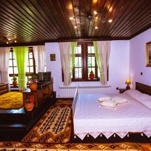 Hotel Pictures: Sharlopova Boutique Guest House - Sauna & Hot Tub, Bozhentsi