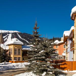 Hotel Pictures: Crystal Forest Condos - CF72, Sun Peaks