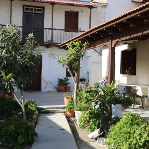 Hotel Pictures: Elisabet Traditional House, Anaphotia