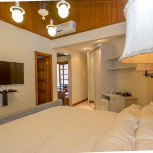 Hotel Pictures: Aguas Claras Eco Lodge, Guapimirim