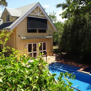 Hotel Pictures: Jacaranda Lodge, Springwood