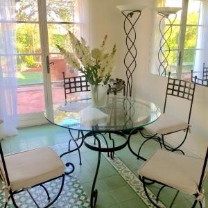 Hotel Pictures: Little Villa St Tropez Gassin, Gassin