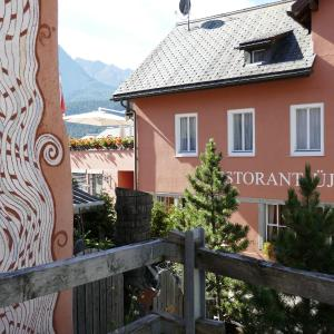 Hotel Pictures: Hotel Traube, Scuol