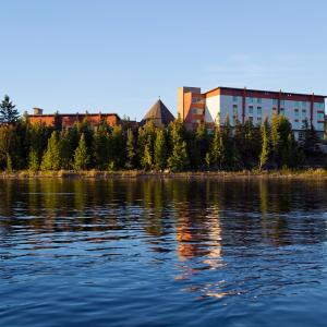 Hotel Pictures: Manitoulin Hotel and Conference Centre, Little Current