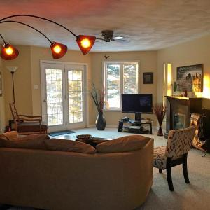 Hotel Pictures: Laughing Waters Bed & Breakfast and Vacation Rental, Algoma Mills