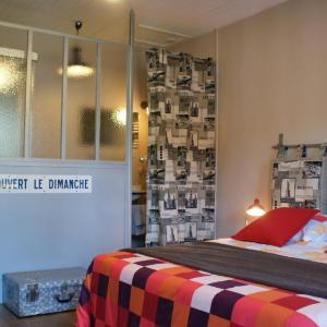 Hotel Pictures: La Maison Bleue, Arquian