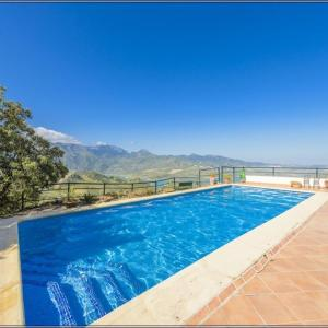 Hotel Pictures: Holiday home in El Gastor 100823, El Gastor
