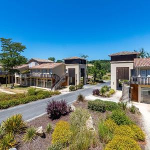 Hotel Pictures: Vacancéole - Le Domaine du Golf d'Albret & Resort***, Barbaste