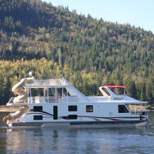 Hotel Pictures: Waterway Houseboat Vacations, Sicamous