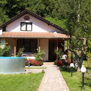Foto Hotel: Villa Magnolia, Ribarica
