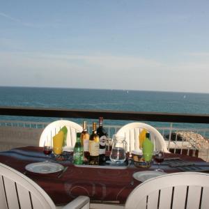 Hotel Pictures: Le Semiramis 2, Cagnes-sur-Mer