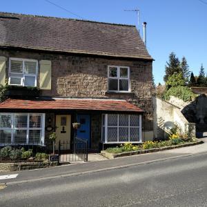 Hotel Pictures: Half Moon Cottage, Knaresborough