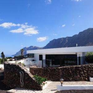 Hotel Pictures: Famara Bungalow, Hibiscos, Famara