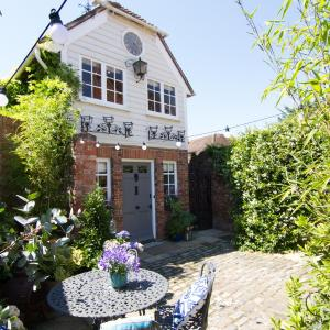 Hotel Pictures: The Clock House, Chichester